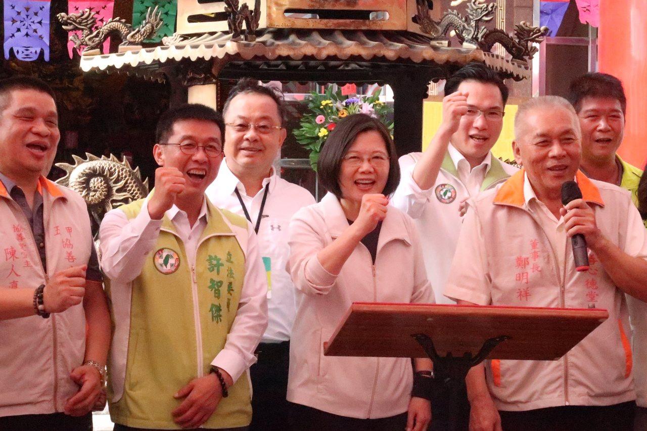 蔡英文總統表示,執政3年為台灣打基礎,希望大家再給她4年。記者徐如宜/攝影