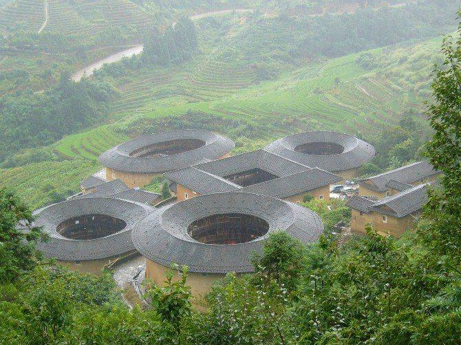 福建土樓早已列入世界文化遺產,永定區是福建省土樓最多的一區,合計有2.3萬多座土...