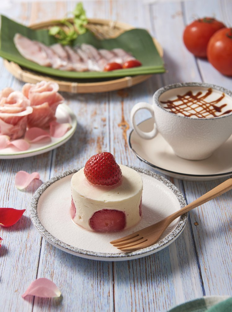 草莓起司牛奶湯。圖/饗鮮海陸火鍋提供