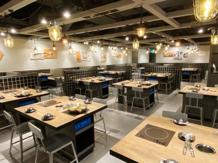 「祥富水產沙茶火鍋超市」二代店近180坪、共有220個座位。圖/環球購物中心提供