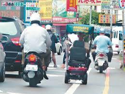 高齡者騎乘車輛上路,要有路權觀念,依彰化縣警察局交通隊統計,今年1至9月全縣車禍...