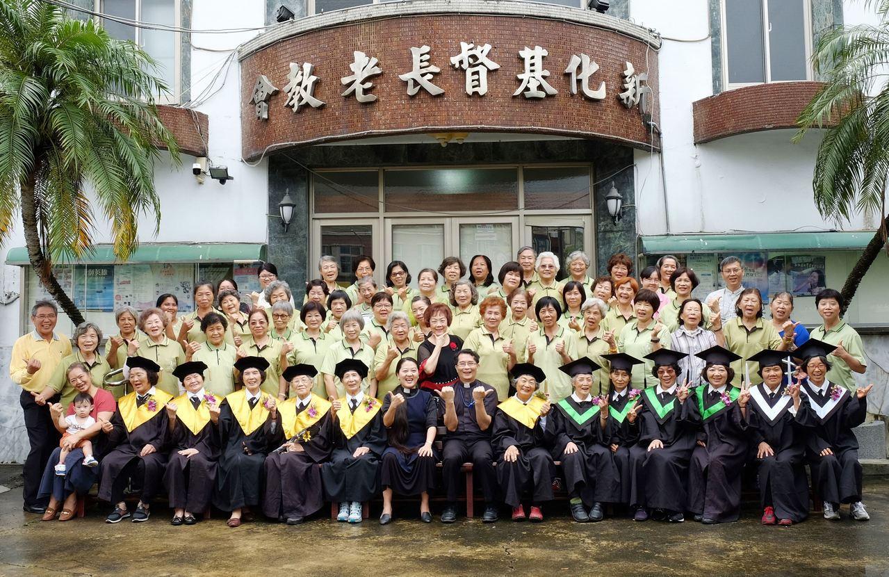 新化松年大學鼓勵「活到老學到老」。圖/台南市社會局提供