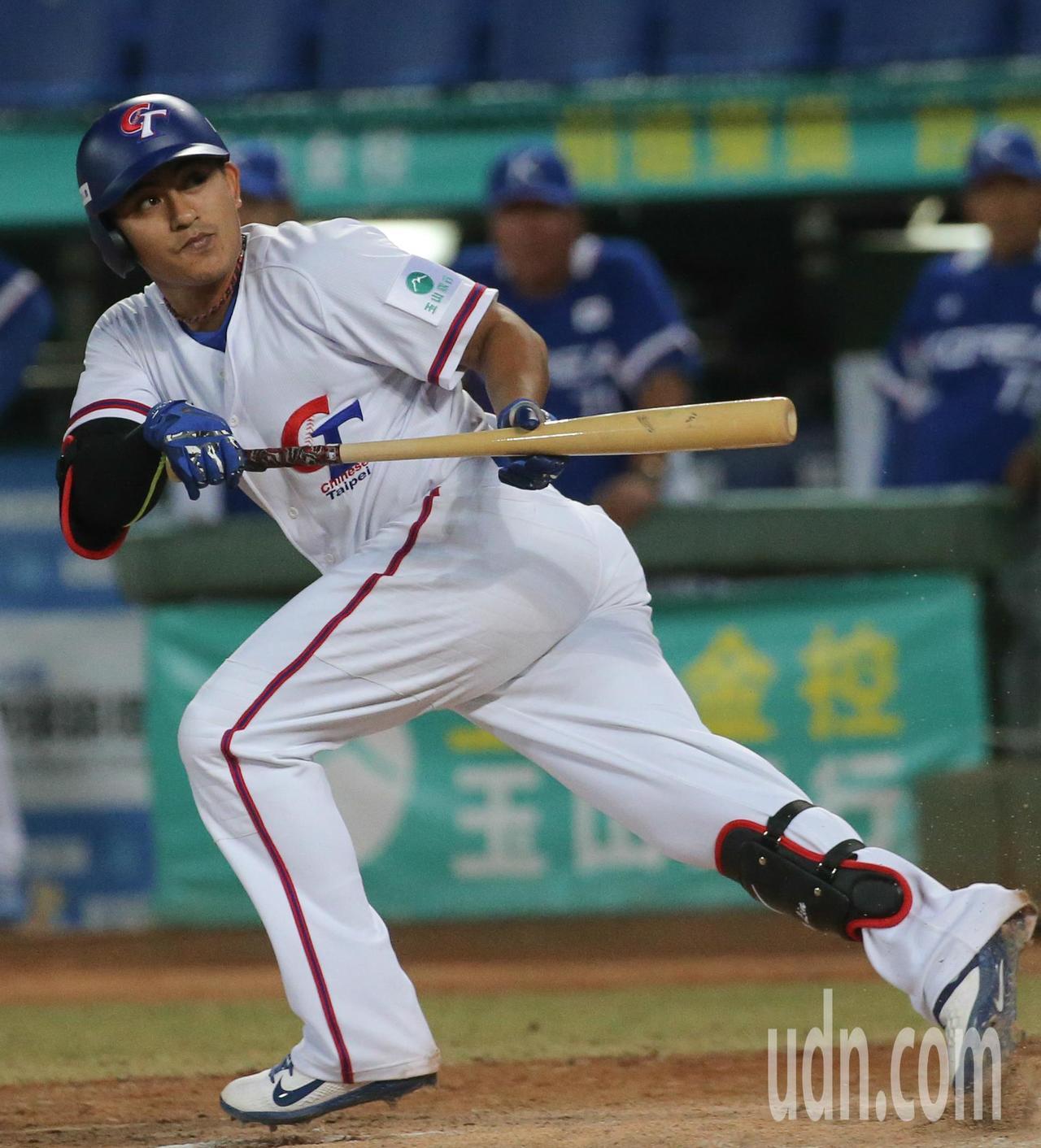 中華隊第二棒林子偉六局下半擊出一壘安打,帶有一分打點。記者黃仲裕/攝影