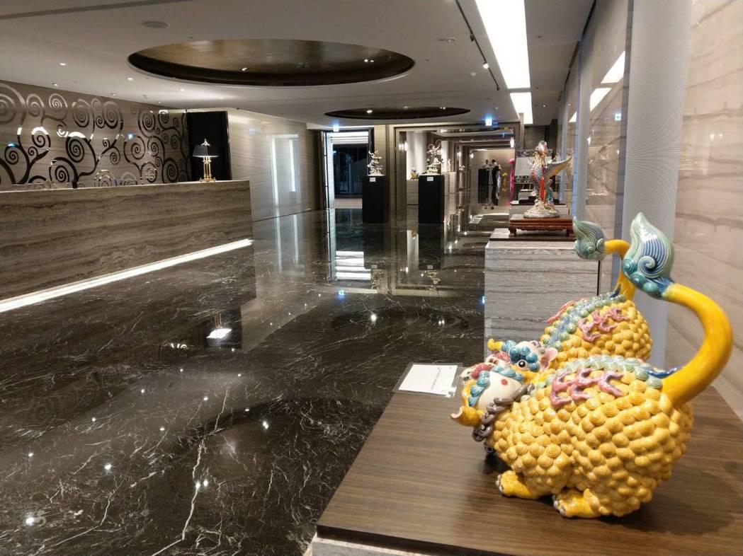 「美術皇居」公共空間展示藝術作品,宛如藝廊。記者謝梅芬/攝影