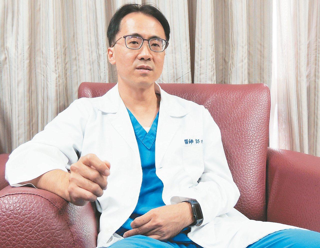 郭成興說,學校教他醫病,但父親教他救人。 記者羅紹平/攝影
