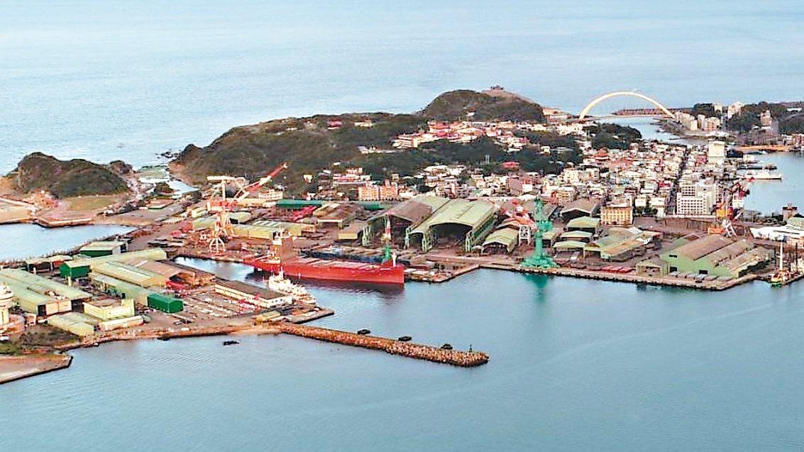 台船評估認為和平島基隆廠是設潛艦產業園區最佳地點,但民眾擔心日後進出道路壅塞。 ...