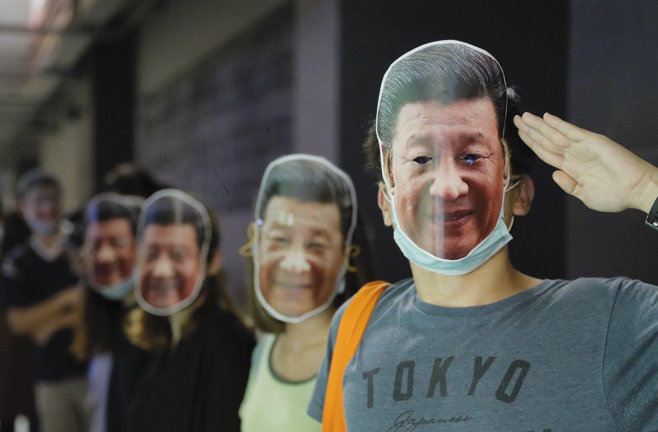 香港11所中學主張反對警察暴力。 美聯社