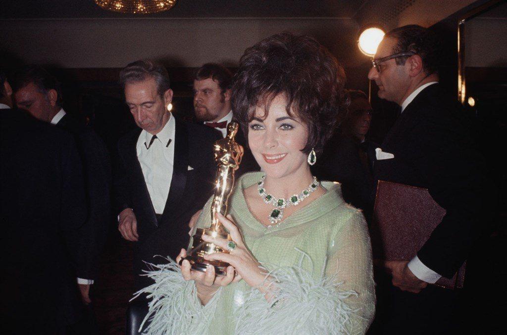 好萊塢已故巨星伊莉莎白泰勒(前中)的私人珍品,將在12月於瑪麗皇后2號郵輪上被拍...