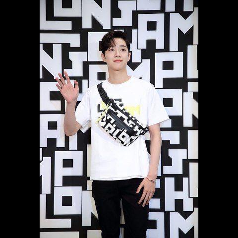 南韓夯團Wanna One去年解散後,成員們各自單飛,曾多次表明自己是來自「中國台灣」的團員賴冠霖,則是轉往大陸發展。今年7月爆出他與經紀公司的合約糾紛,豈料昨(18日)傳出原先將赴韓國參加活動,卻...