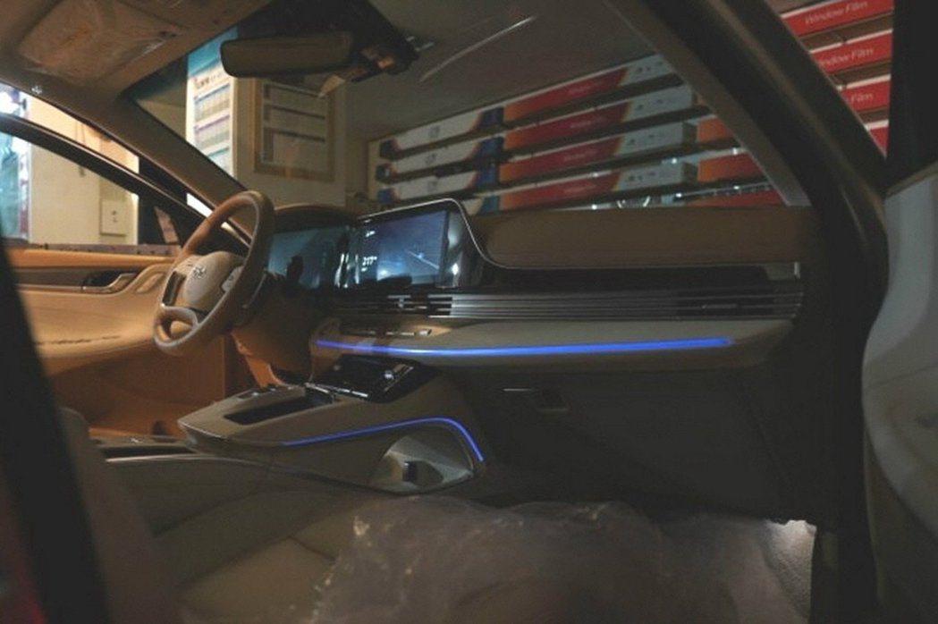 小改款Hyundai Grandeur內裝經過重新設計,看來頗為高級。 摘自Ca...