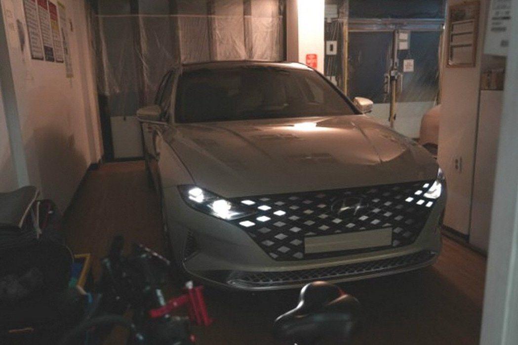 小改款Hyundai Grandeur換上了全新的面貌。 摘自Carscoops