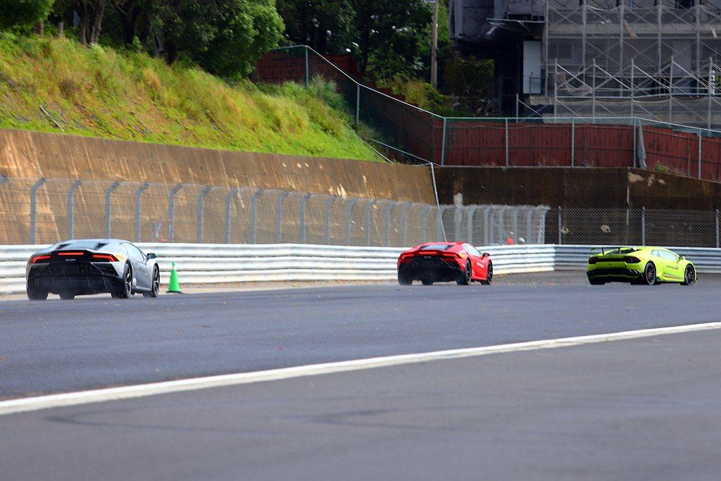 小改款藍寶堅尼Huracan EVO導入後輪轉向結構,當車輛慢速過彎時給予最靈活...