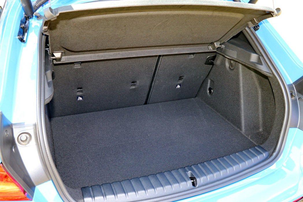 後車廂空間在一般狀態下增加至380公升。 記者陳威任/攝影