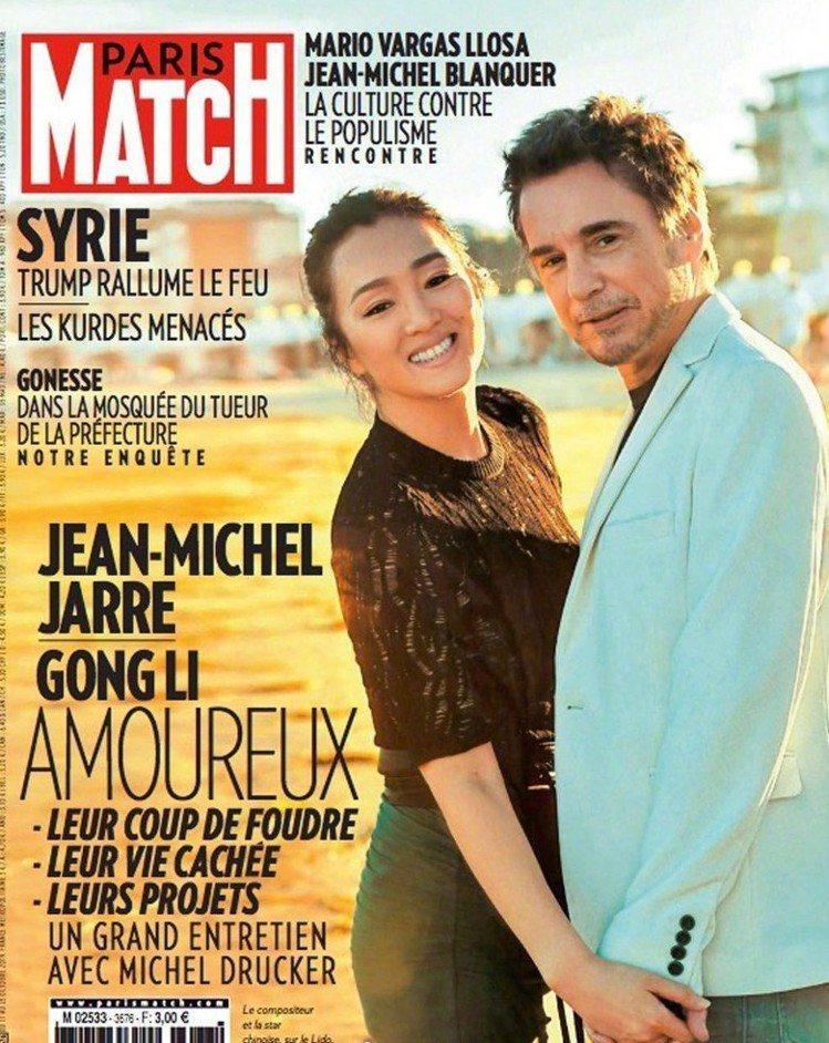 鞏俐與法國夫婿尚米歇爾雅爾一起登上雜誌封面。圖/摘自Paris Match