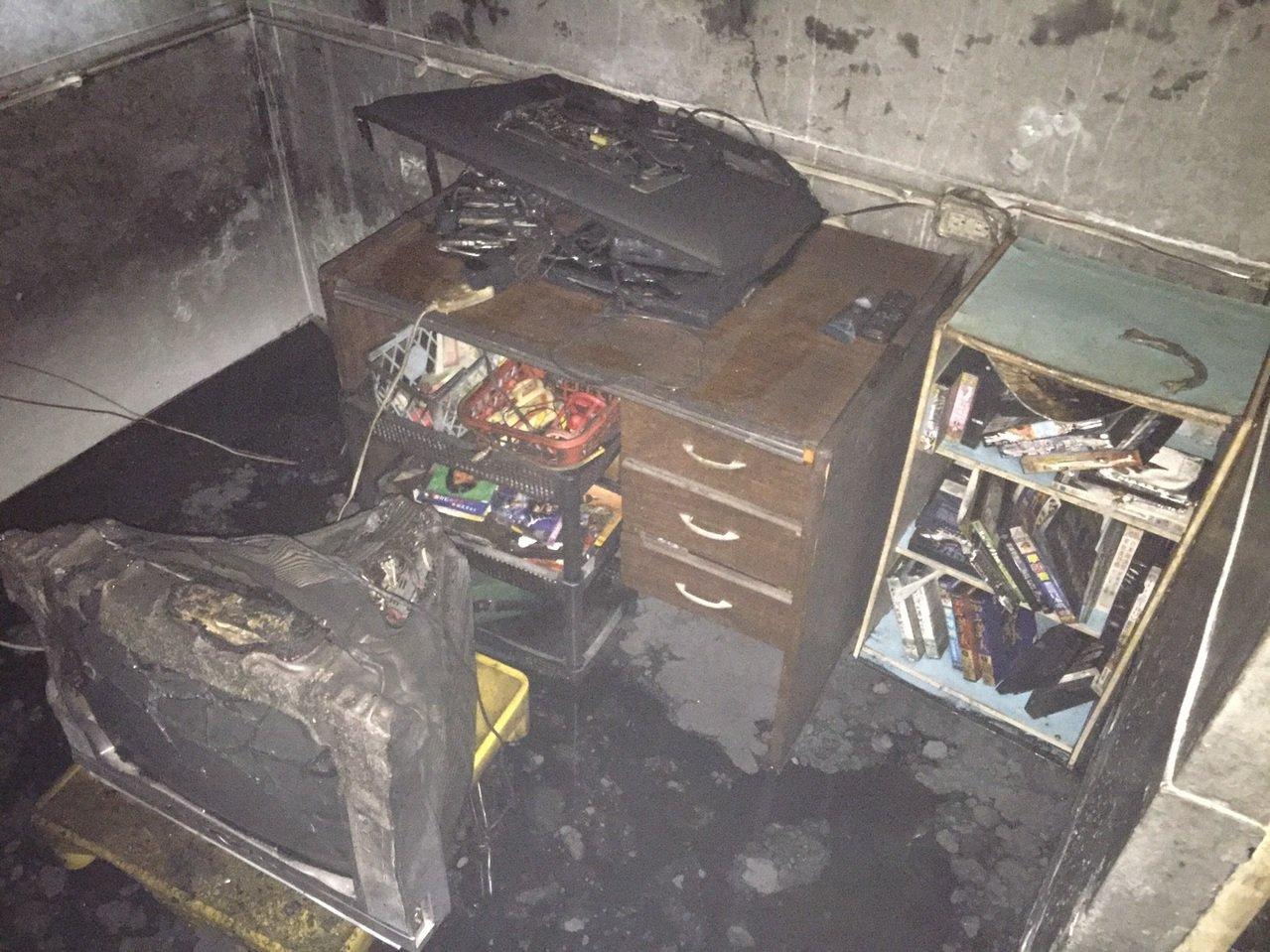高雄市鳳山區火警,1小房間火警,卻造成母子嚴重燒傷。記者林保光/翻攝
