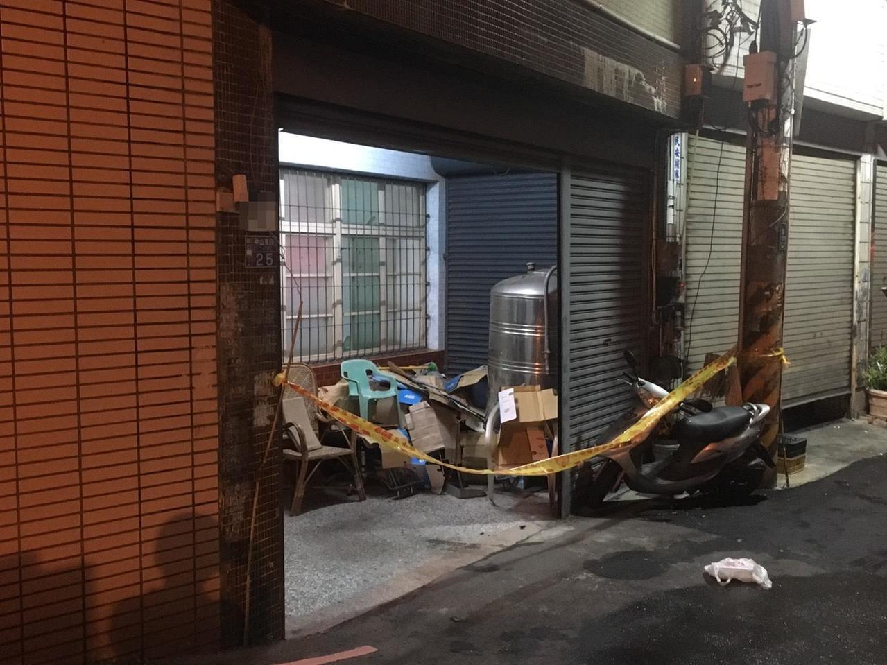 高雄市鳳山區1棟樓房發生火警,1對母子燒傷送醫。記者林保光/翻攝