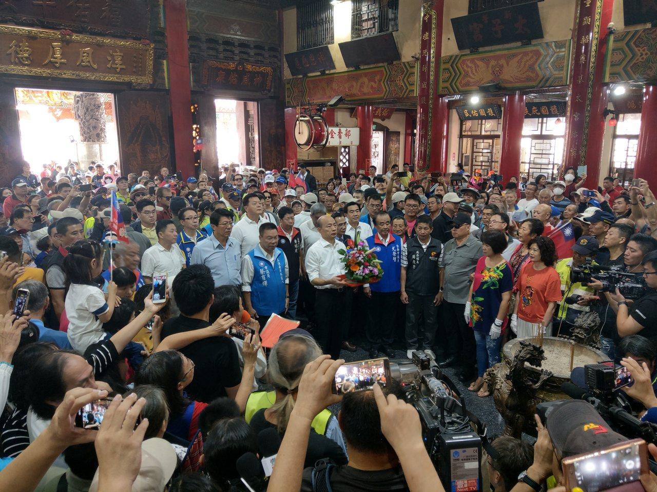 韓國瑜上午到新營太子宮參拜。記者劉宛琳/攝影