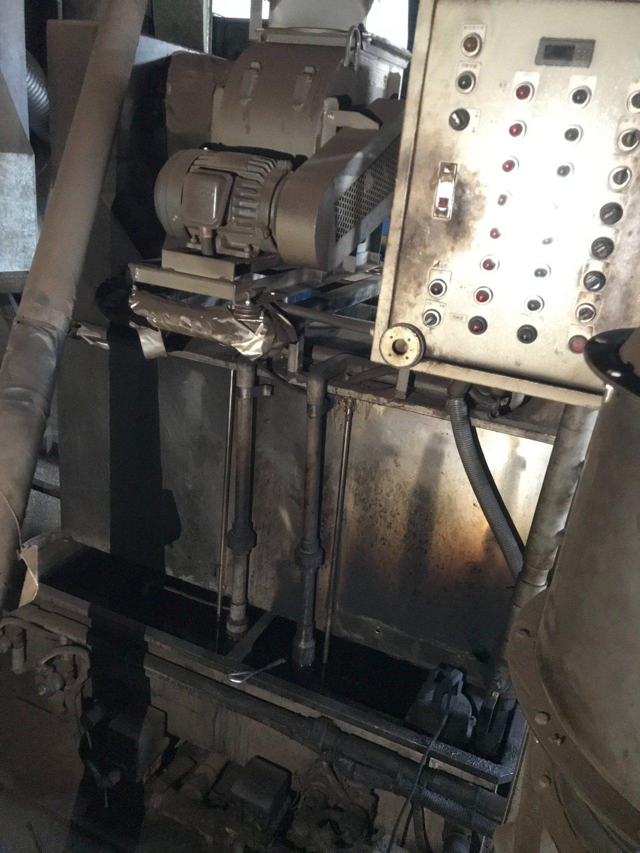 稽查人員趕到時,油廠內機器正在作業。圖/環保局提供
