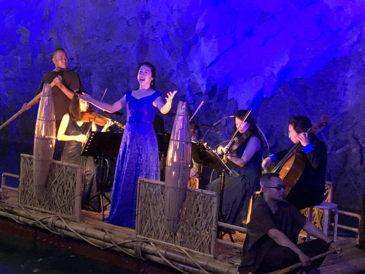 今天的另一焦點是國內第一次女高音翁若珮,她演唱法國作曲家比才的歌劇「卡門」別有一...