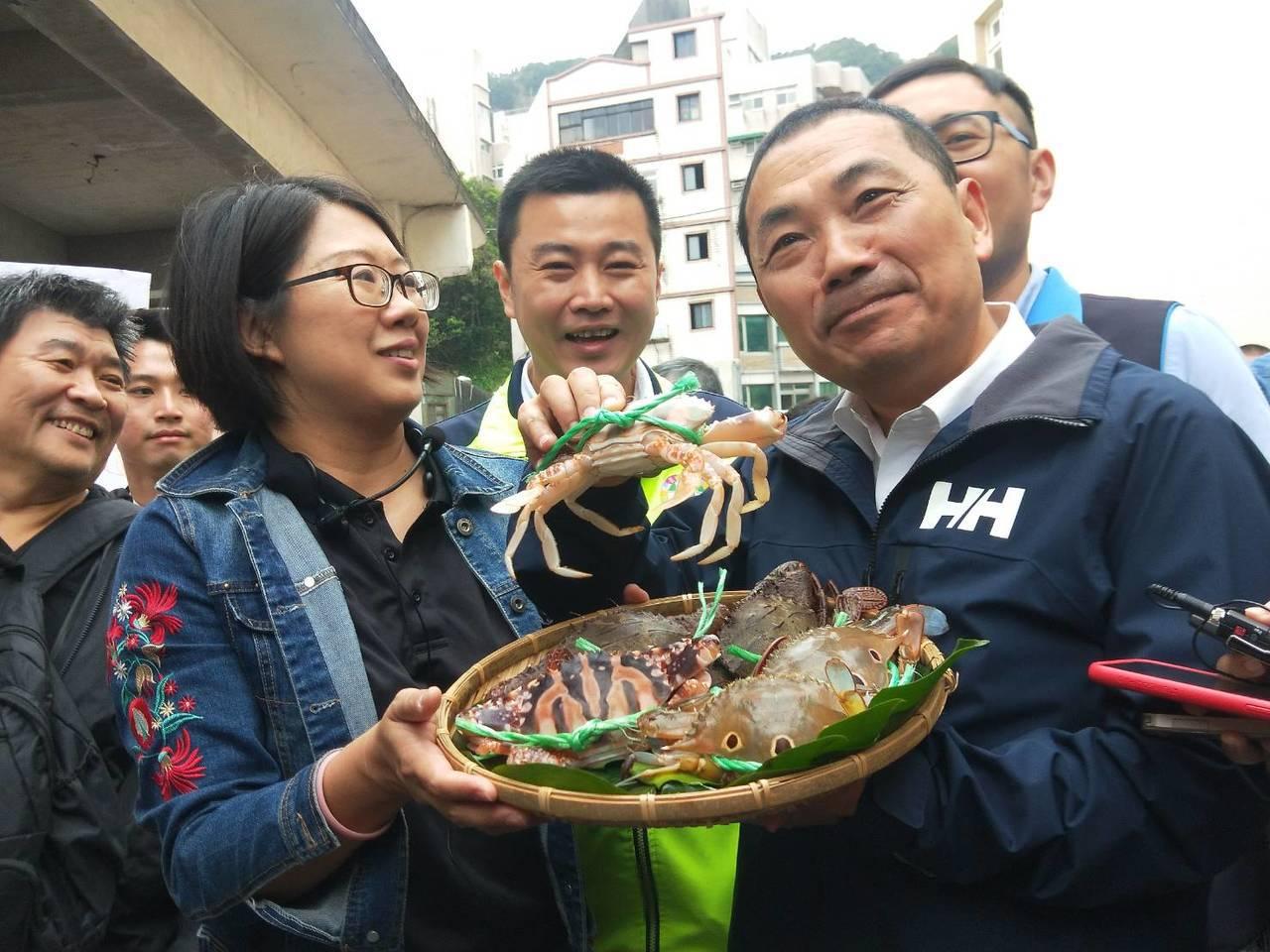 新北市長侯友宜說,象鼻岩一定要把安全做好,擬拉警戒線。記者游明煌/攝影