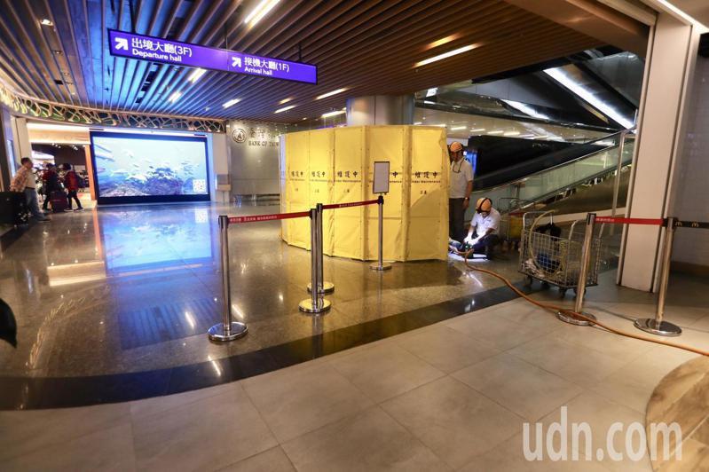 桃機第二航廈地下美食街麥當勞櫃位清晨發生自來水溢流至地面情況已恢復正常,目前只剩電梯進行安全檢查。記者鄭超文/攝影