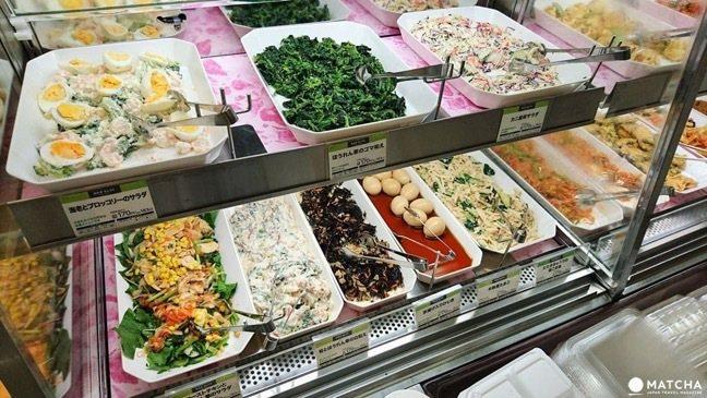 日本便利商店提供「MINI STOP」服務,賣起自助餐。 圖/翻攝網路