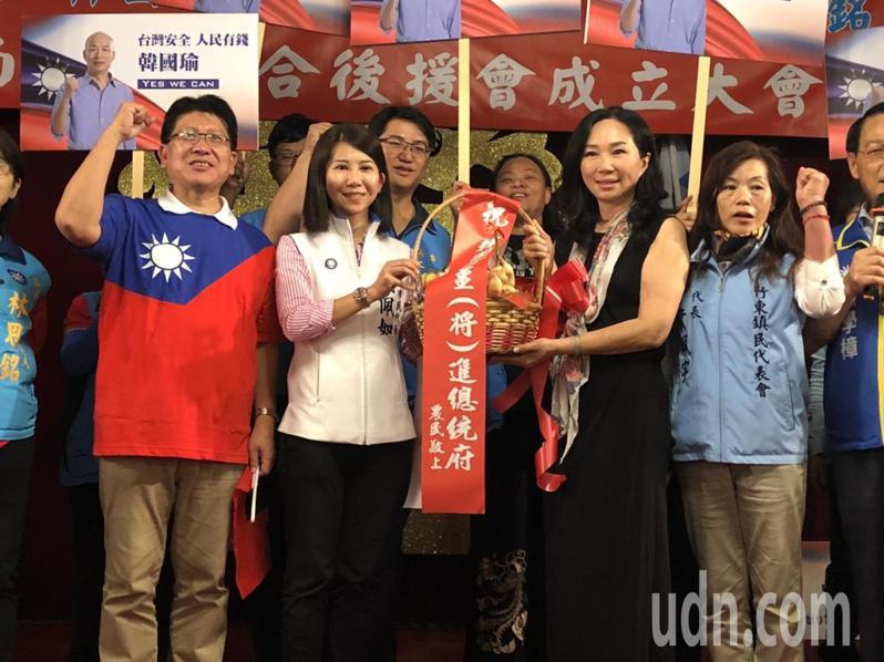 國民黨總統參選人韓國瑜的妻子李佳芬今天下午橫掃新竹縣客家大本營,在竹東鎮舉辦溪南客家婦女後援會成立大會。記者王駿杰/攝影