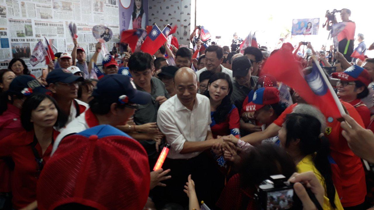 韓國瑜下午到台南市國民黨立委參選人林燕祝競選總部,現場水洩不通。記者周宗禎/攝影
