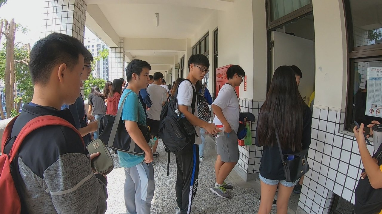109學年度「高中英語聽力測驗」第一次考試今天舉行。記者徐如宜/攝影