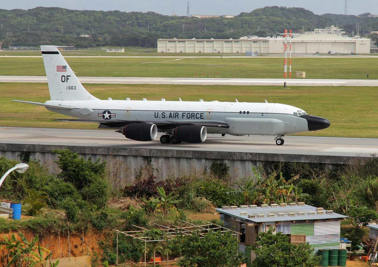 駐日美軍基地的RC-135S型眼鏡蛇球式(Cobra Ball)電子偵察機。路透...