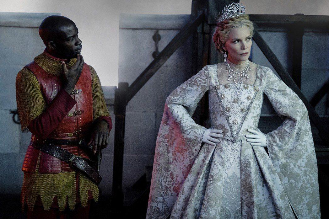 蜜雪兒菲佛是「黑魔女2」重量級新角色。圖/迪士尼提供