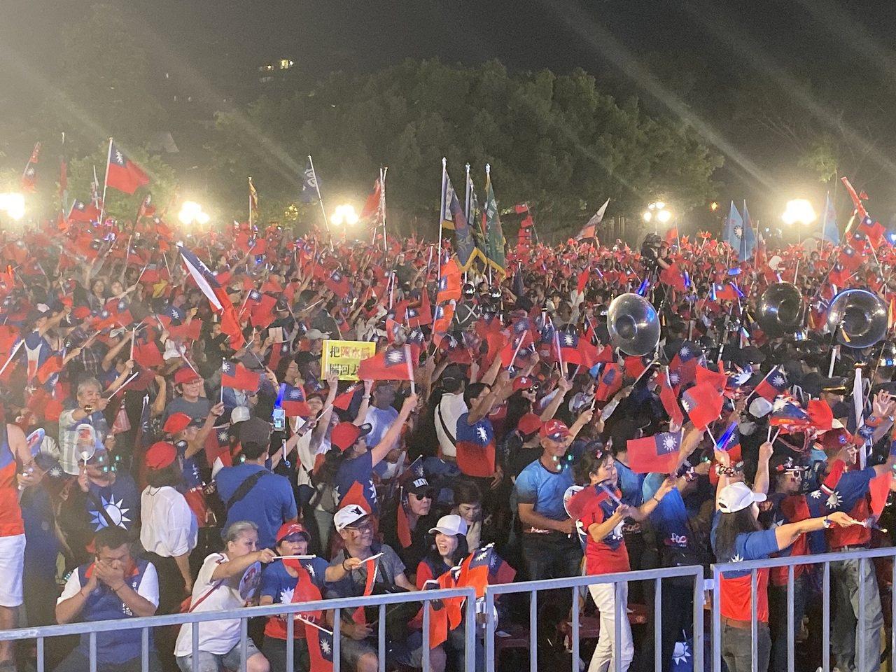 韓國瑜今晚在台南水萍塭公園舉辦造勢晚會。記者鄭維真/攝影
