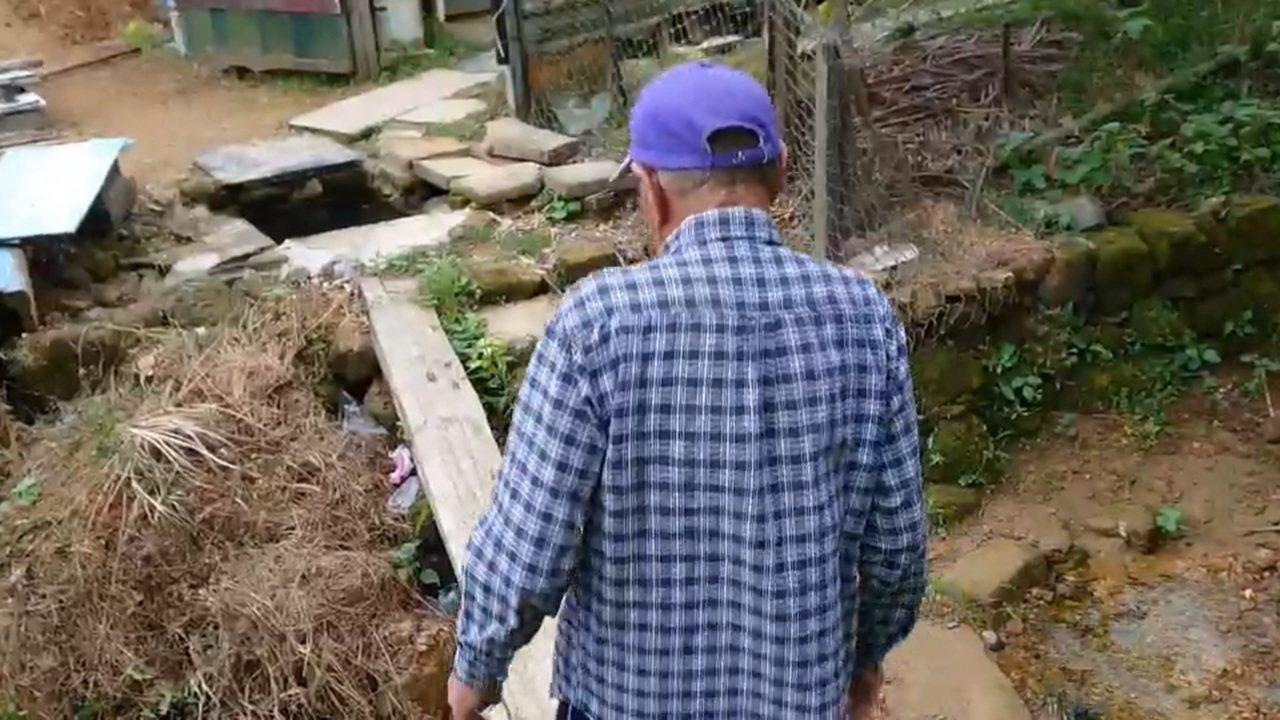 老農自家菜園蹲地種菜皮夾被扒,沒追到跌滿身泥。記者游明煌/翻攝
