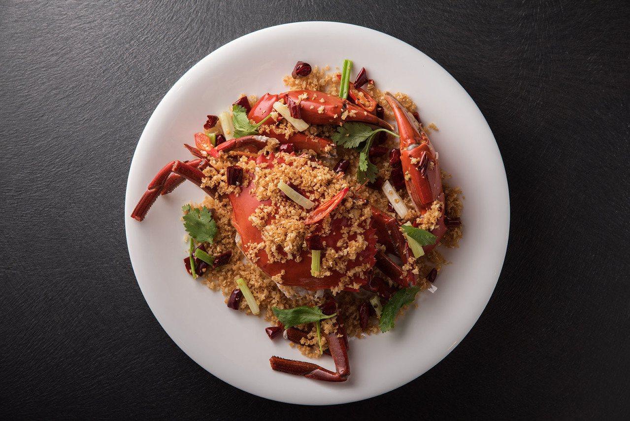 名人坊推出「極品活大沙公」系列料理,790元。圖/名人坊提供