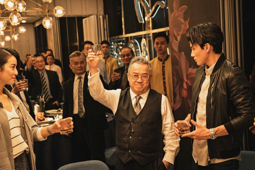曾志偉在《聖人大盜》裡面飾演在金融圈呼風喚雨的「太公」。圖╱双喜提供