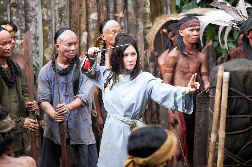 何超儀飾演霸氣女軍閥領袖。圖/852 Films Ltd提供