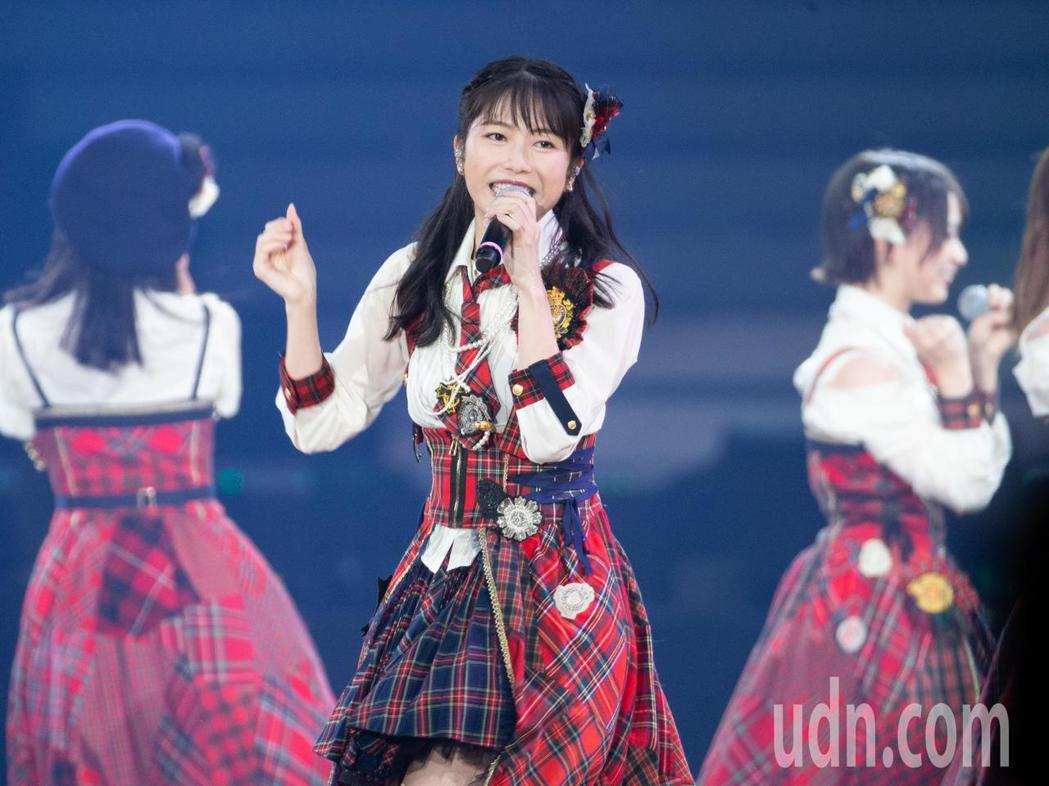日本女團AKB48今晚在台北小巨蛋舉行台北演唱會,AKB48成員橫山由依。記者季...