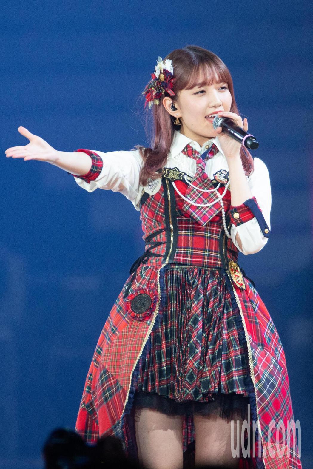 日本女團AKB48今晚在台北小巨蛋舉行台北演唱會,AKB48成員加藤玲奈。記者季...