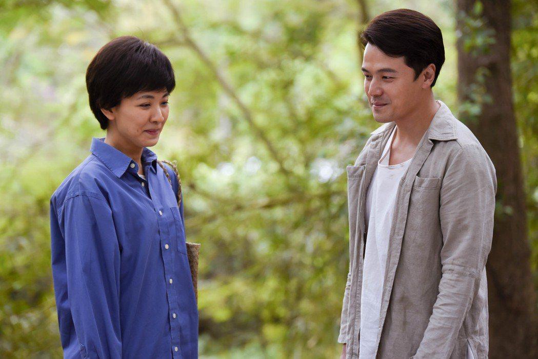 黃文星(右)表白心意,林玟誼自嘲畫面像「兩個少男的告白」。圖/公視提供