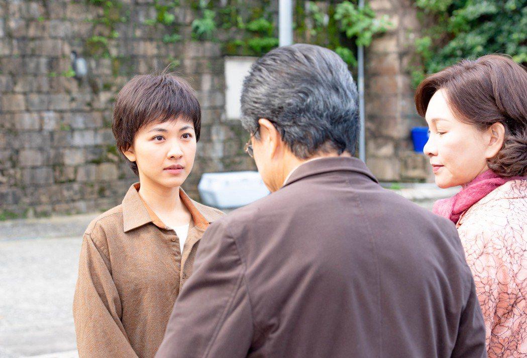 林玟誼(左)在戲中向楊烈、張瓊姿解釋沒有想再嫁人的打算。圖/公視提供