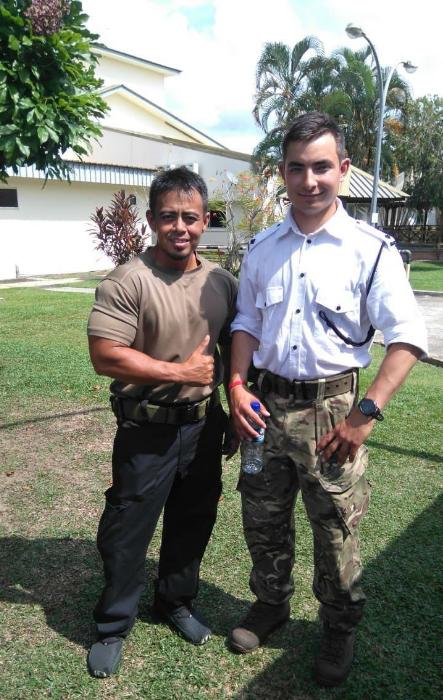班艾金森(右)在尼泊爾受訓。圖/摘自Facebook