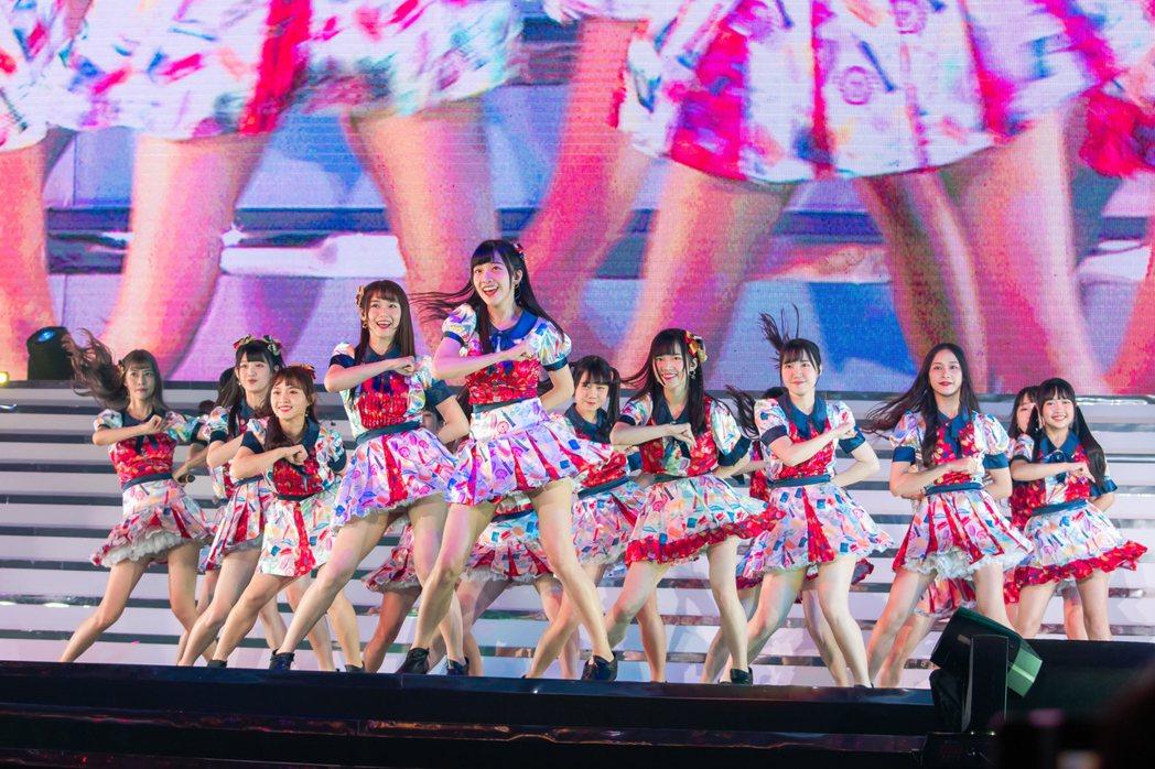 AKB48 Team TP舞蹈整齊劃一。圖/寬宏藝術提供
