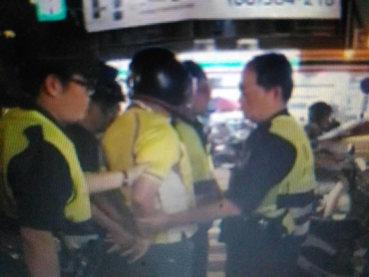 台南市蘇姓男子騎機車今晚6點多行經南區夏林路,不滿警方進行交管時間較久,涉嫌作勢...