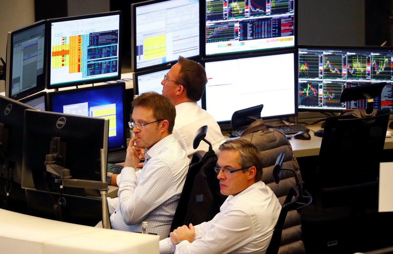 英國和美國的外匯交易員明天都將進辦公室待命,準備應對英鎊匯率的第一時間反應。 ...