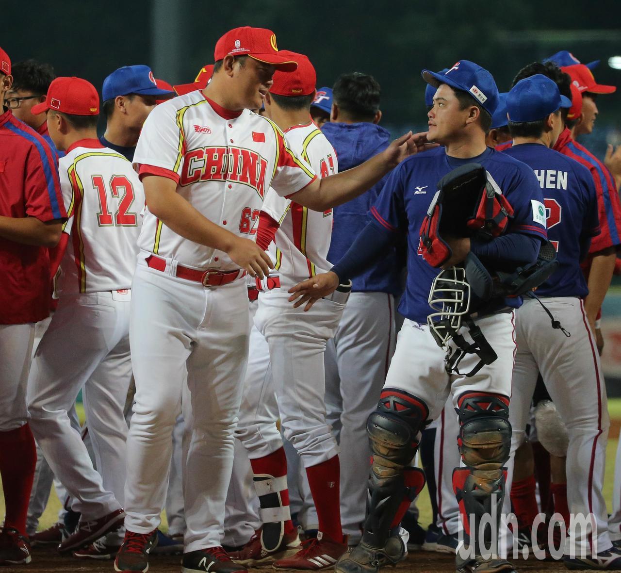 中華10比2擊敗中國,進入亞錦賽冠軍戰。記者黃仲裕/攝影