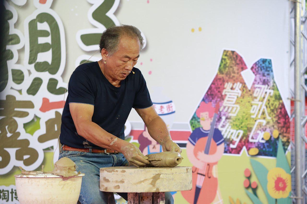 2019鶯歌親子陶瓷嘉年華活動熱鬧豐富,也找來藝師表演。 圖/新北市經發局提供