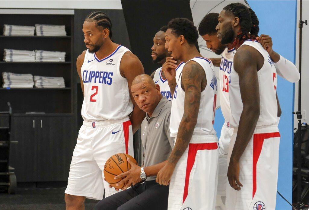和各隊總管調查不同,NBA名人堂傳奇球星歐尼爾不看好快艇具爭冠實力。 美聯社