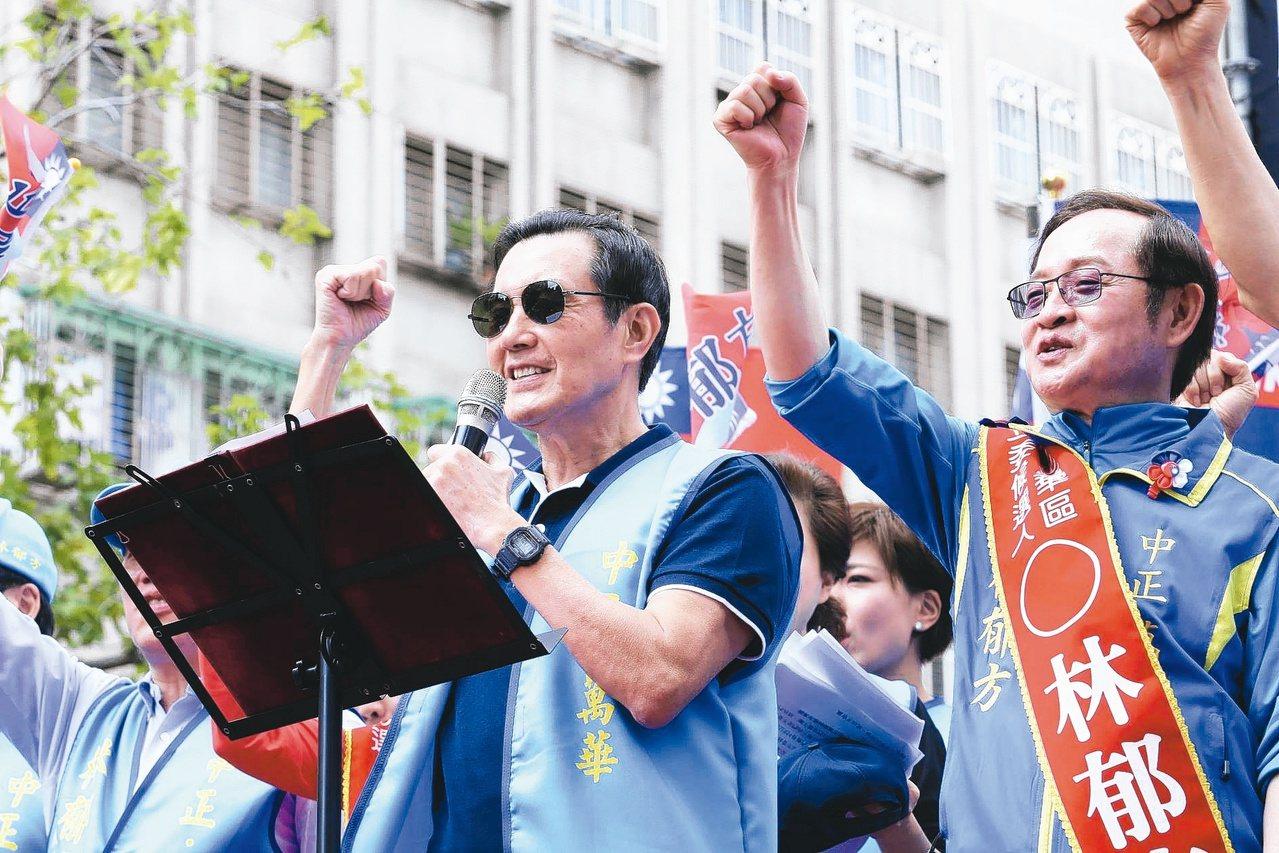 前總統馬英九(左)幫立委參選人林郁方站台造勢。 記者許正宏/攝影