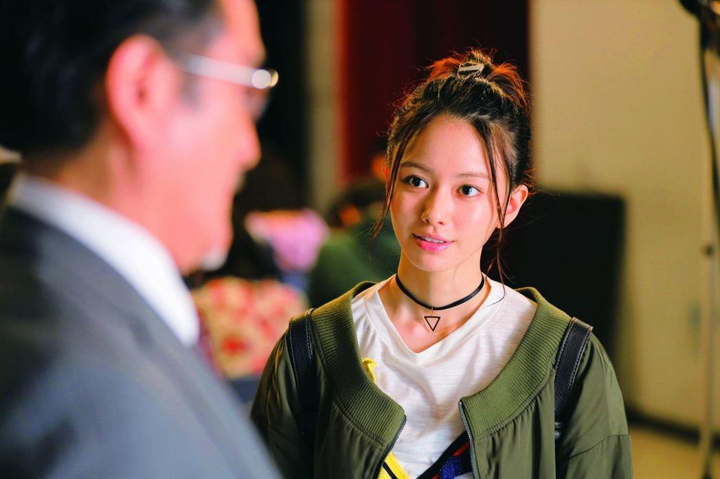 電影安排一幕探討妹妹跟父親的關係,成為一個非常立體的側寫。(電影劇照)