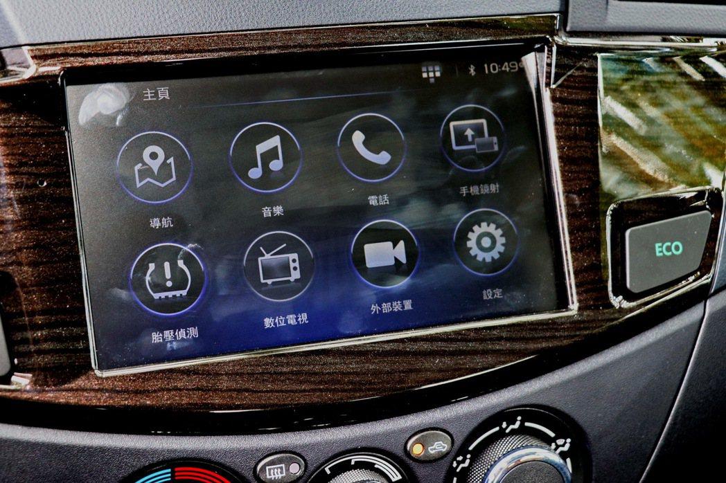 8吋觸控式多功能影音系統。 記者陳威任/攝影